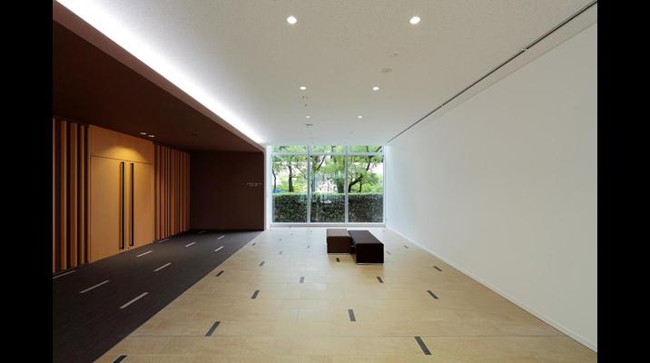 レクチャーホールのホワイエ空間を兼ねた「エントランスホール」