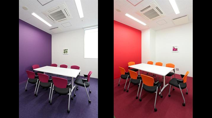 左の「会議室」は<アサガオ>をテーマに、右は<アゼリア>を想起させるカラーによる空間デザイン。