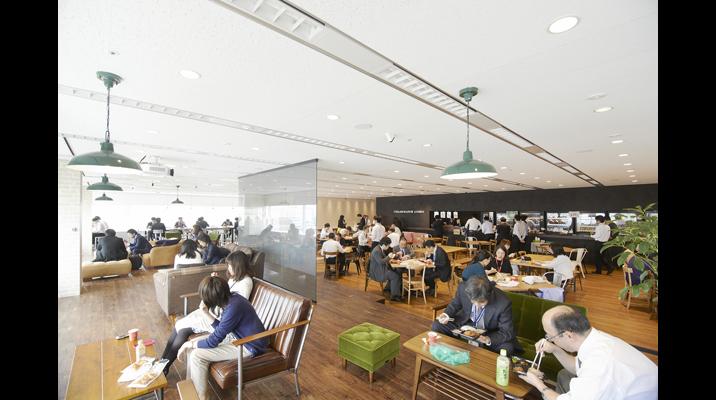 「ラウンジ」はテーブル席やソファ席、ハイカウンターなど様々なタイプの席が用意されており、ワーカーが用途や気分で座席を選べます。