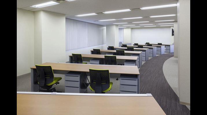 受発注を行う部門は、業務に集中できる固定席を採用しています。