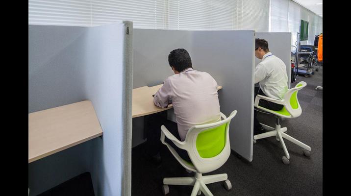集中時にこもって作業をしたり、タッチダウンデスクとしても活用できるスペース。