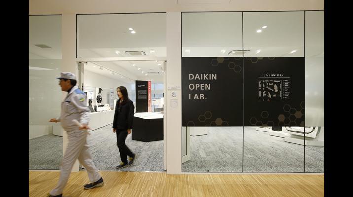 ダイキンの先端技術を紹介するオープンラボ。実際にものに触れて協創を進めます。